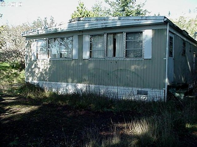old mobile home